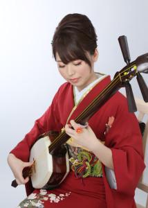 佐藤史織 (津軽三味線・津軽手踊り)